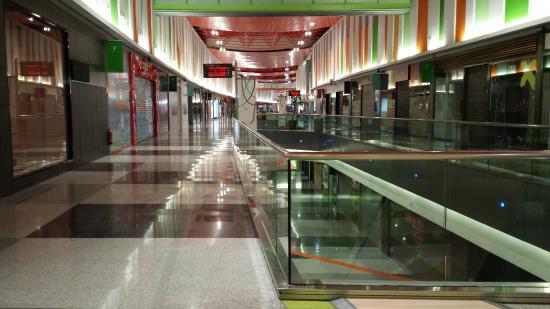centro-comercial-vacio